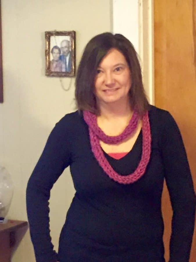 finger knitted scarves diy