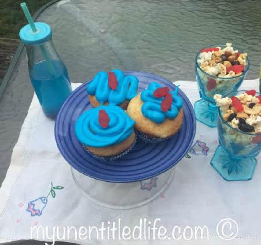 shark cupcakes recipe, shark juice recipe and popcorn mix recipe for family movie night