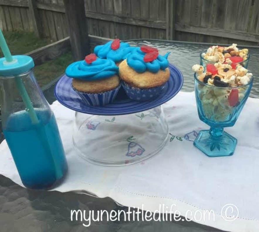 shark cupcake recipes, shark juice recipe and popcorn mix recipe for a shark themed party